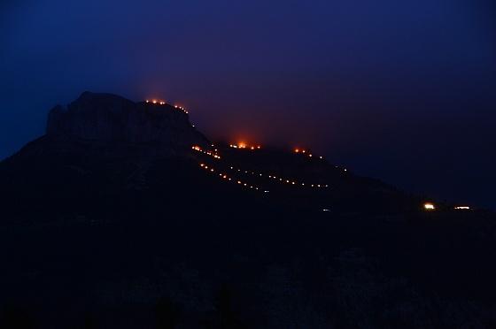 berge in flammen 2017 loser beleuchtung