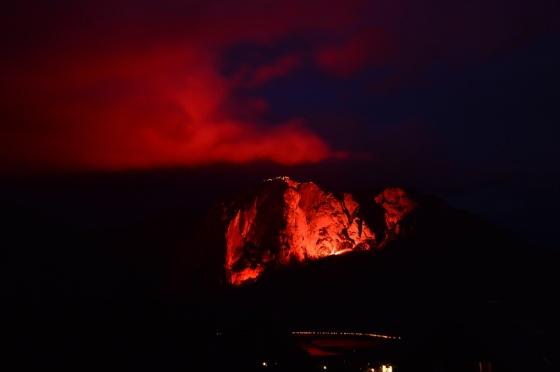 berge in flammen 2017 trisselwand bengalisches feür und seebeleuchtung