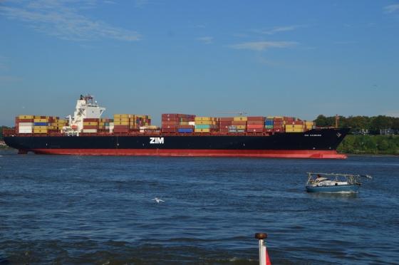Containerschiff Zim Hamburg