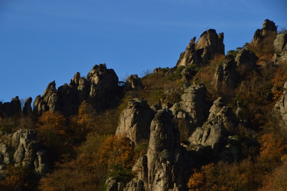 Felsen in Herbstsonne