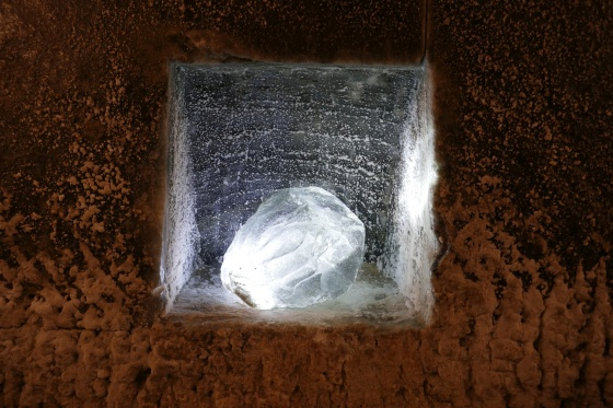 beleuchteter salzkristall salzmine turda rumänien