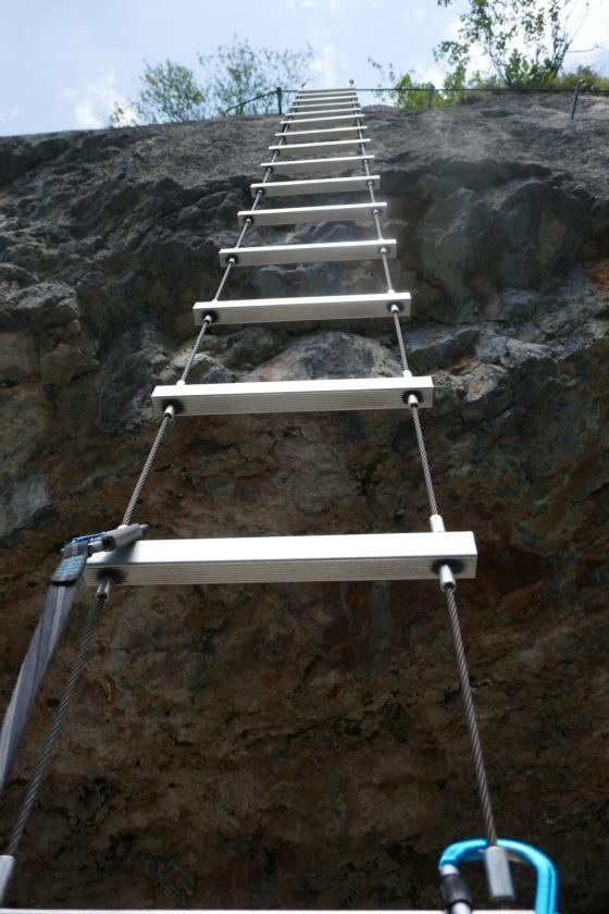 blick strickleiter hinauf gosau klettersteig