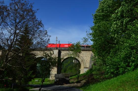 eisenbahnbrücke semmering breitenstein mit taurus
