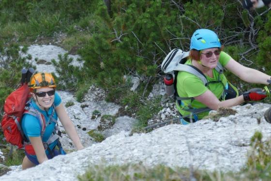 mama und michelle beim einstieg katrin klettersteig