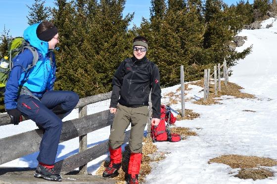 mathias und anna mit winterausrüstung