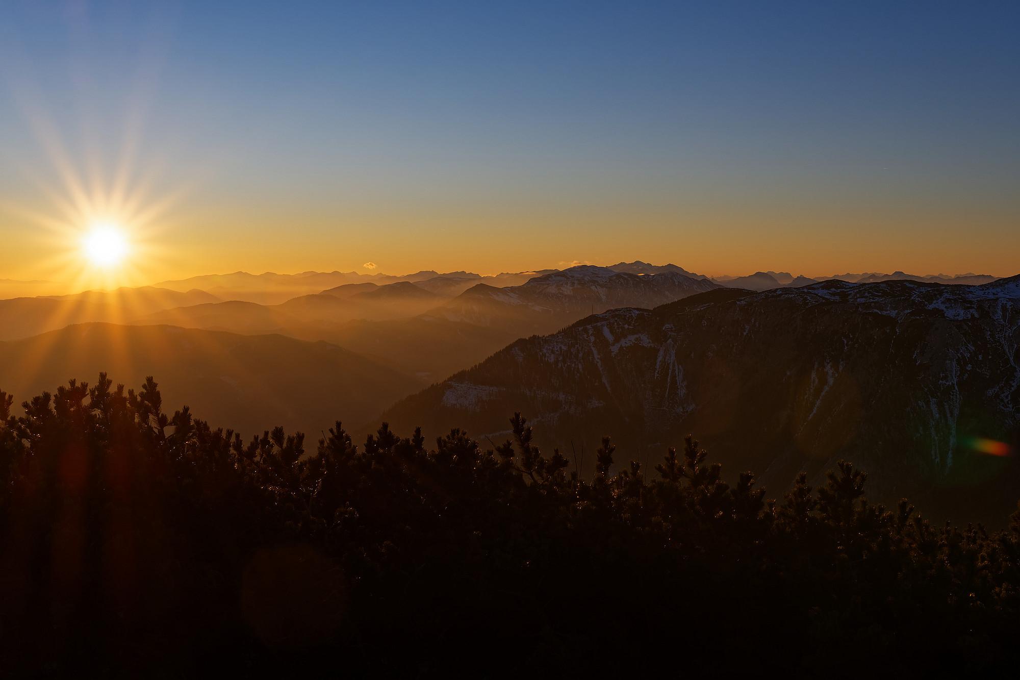 Ein malerischer Sonnenuntergang vom zahmen Gamseck aus mit Blick Richtung Westen