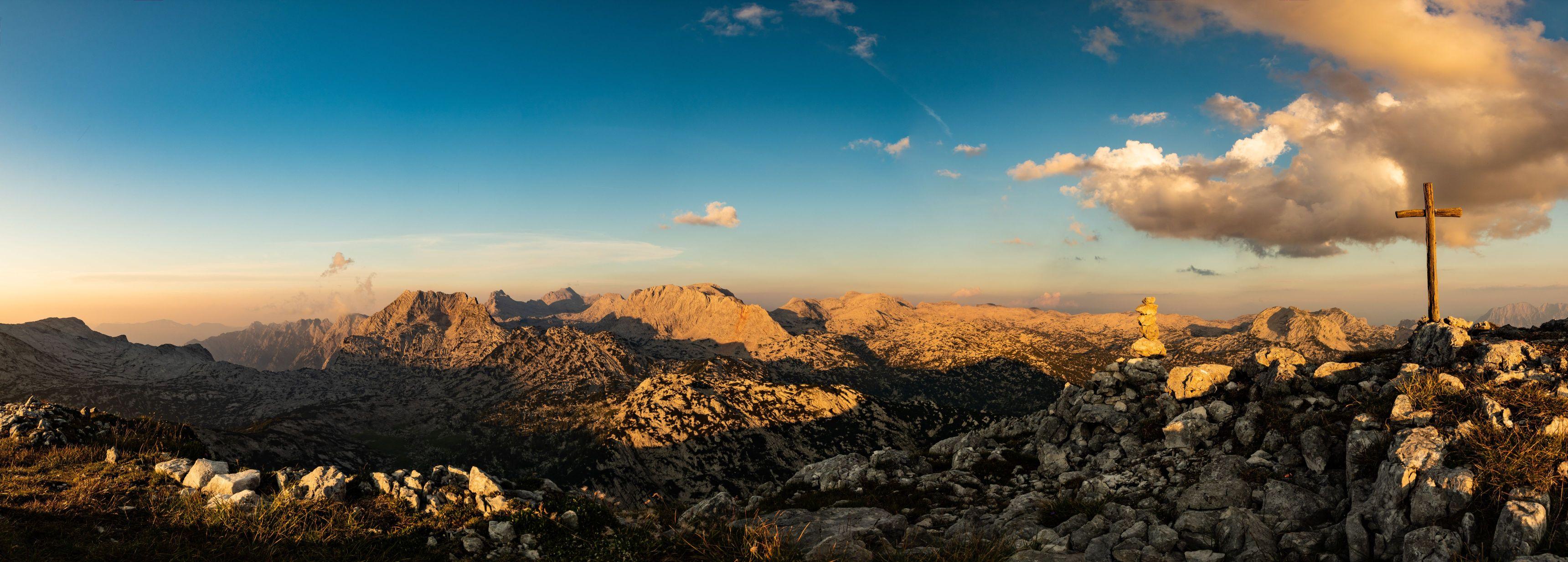 Blick vom Elm auf das tote Gebirge im Abendrot