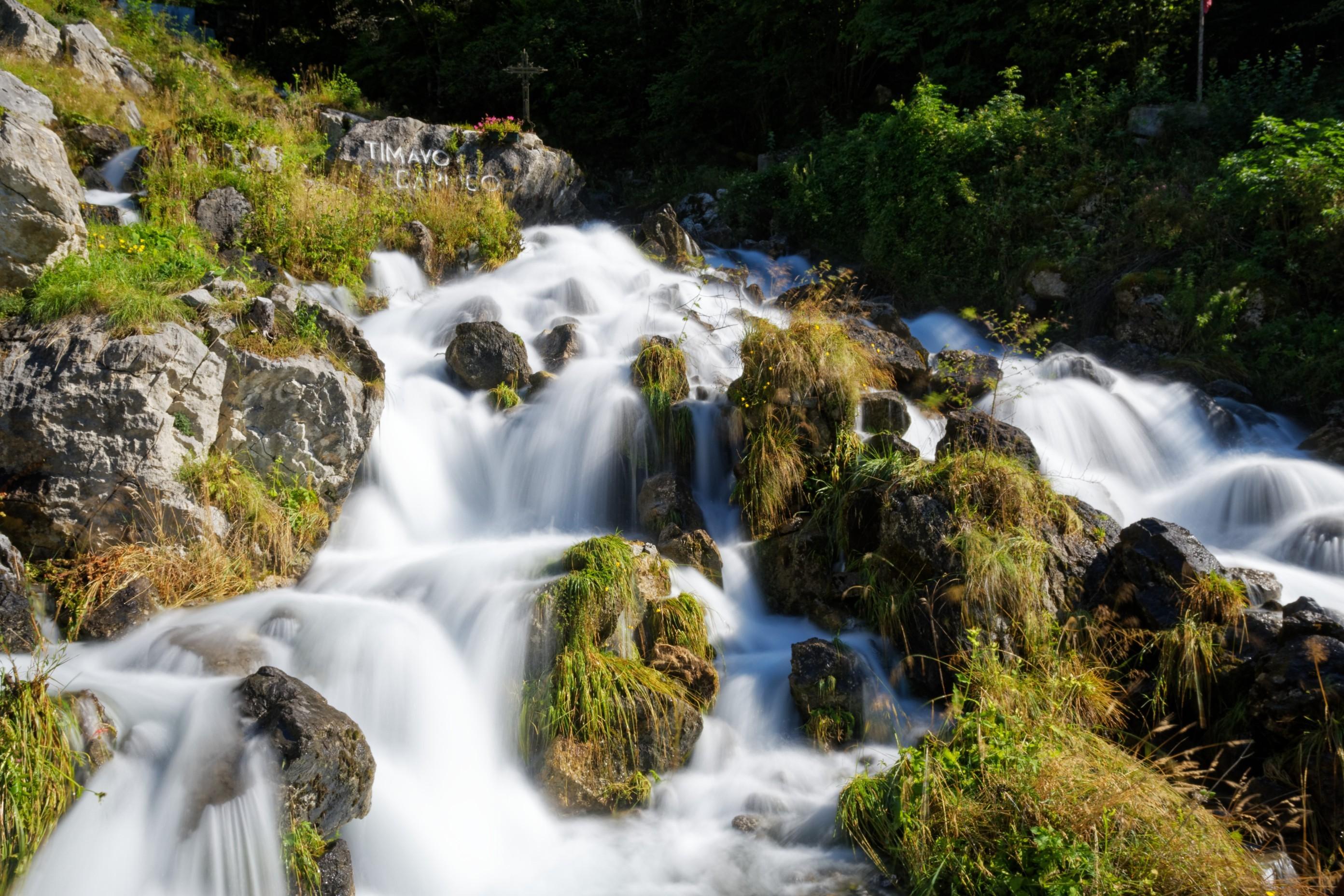 Ein Wasserfall auf der Nordseite des Plöckenpasses in der Nähe von Timeau.