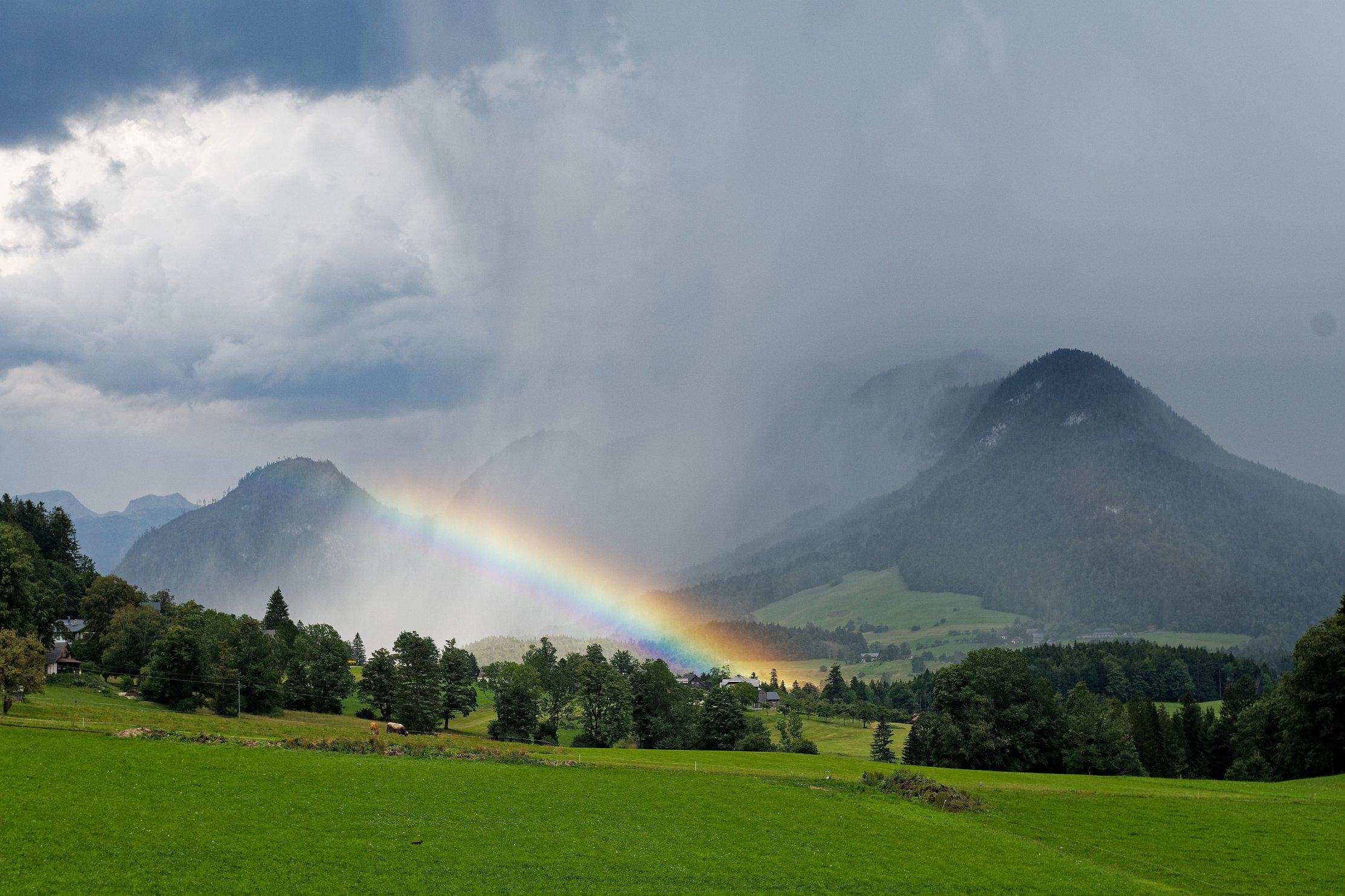 wolkenbruch-wasserwand mit regenbogen 2020-08-28